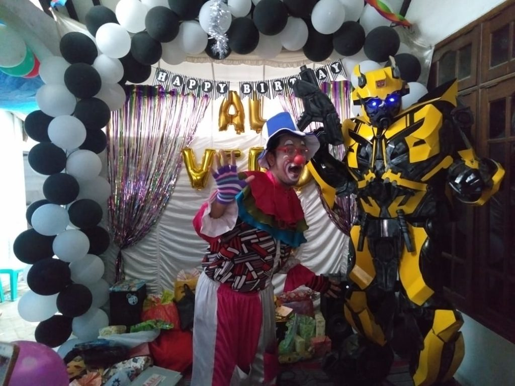 Om Badut and Ttransformer Bumble Bee